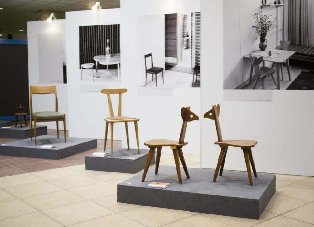 wystawa 90lat spółdzielnia artystów ŁAD krzesła