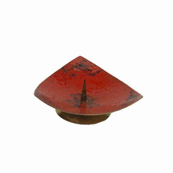 czerwony świecznik emaliowany