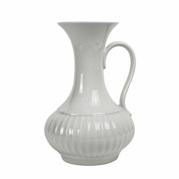 Biały wazon z uchem